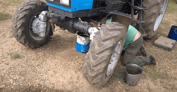 Замена масла в двигателе трактора